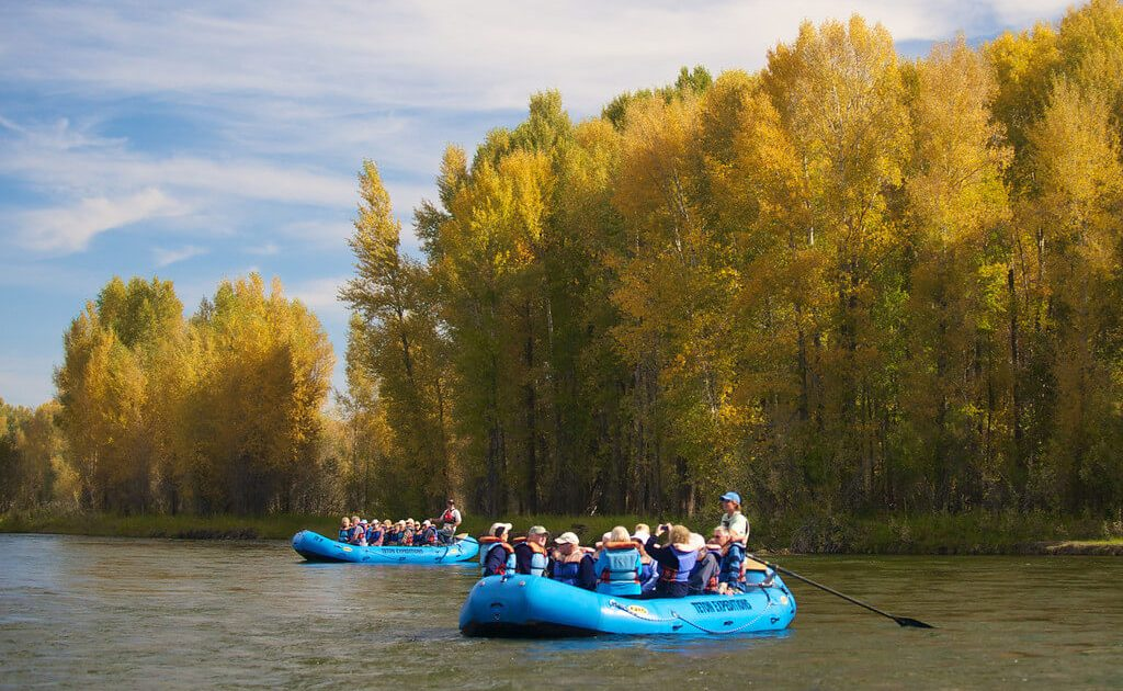 Floating down on Snake River on a scenic flaot